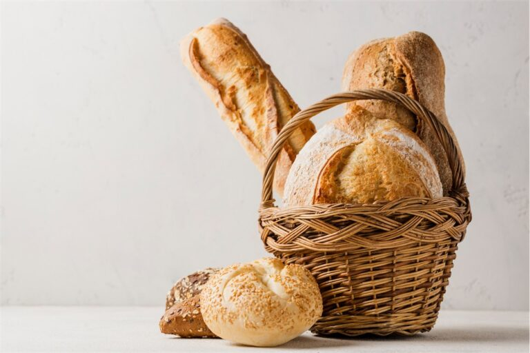 basket-with-various-white-whole-grain-bread